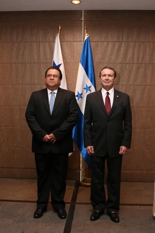 Condecoran a secretario de estado de relaciones exteriores de honduras for Relaciones exteriores honduras