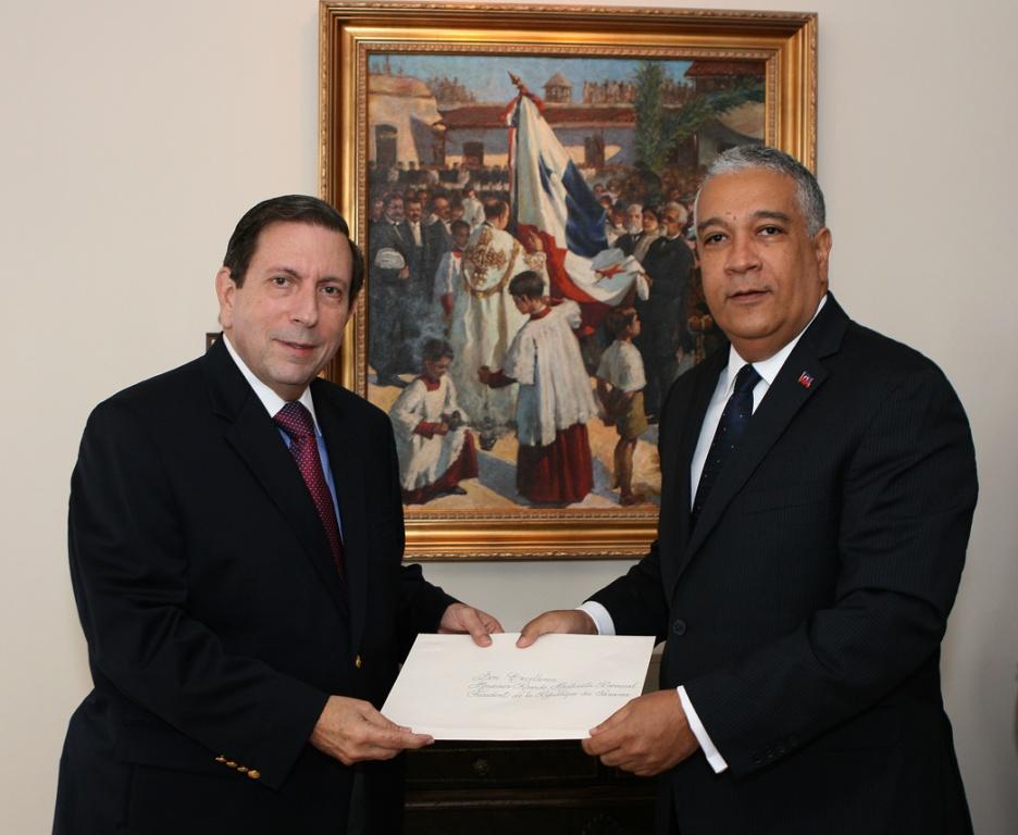 Embajador De Hait 237 En Panam 225 Entrega Copia De Cartas